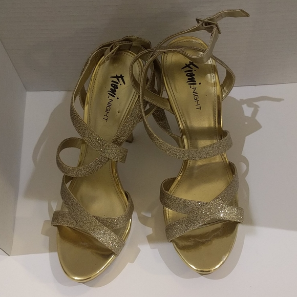 👠Gold Sandals heels by Fioni 🍀🍀👠👠👠